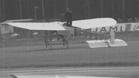 Blériot XI 1909 fly - YouTube