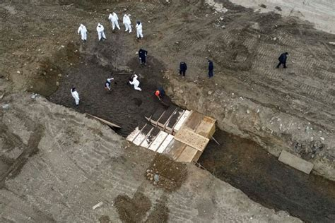 Hiding Bodies? NYC to bury dead Covid-19 victims on